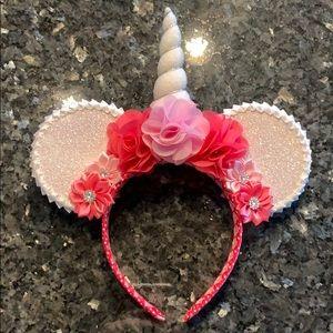 Unicorn Minnie Mouse ears!